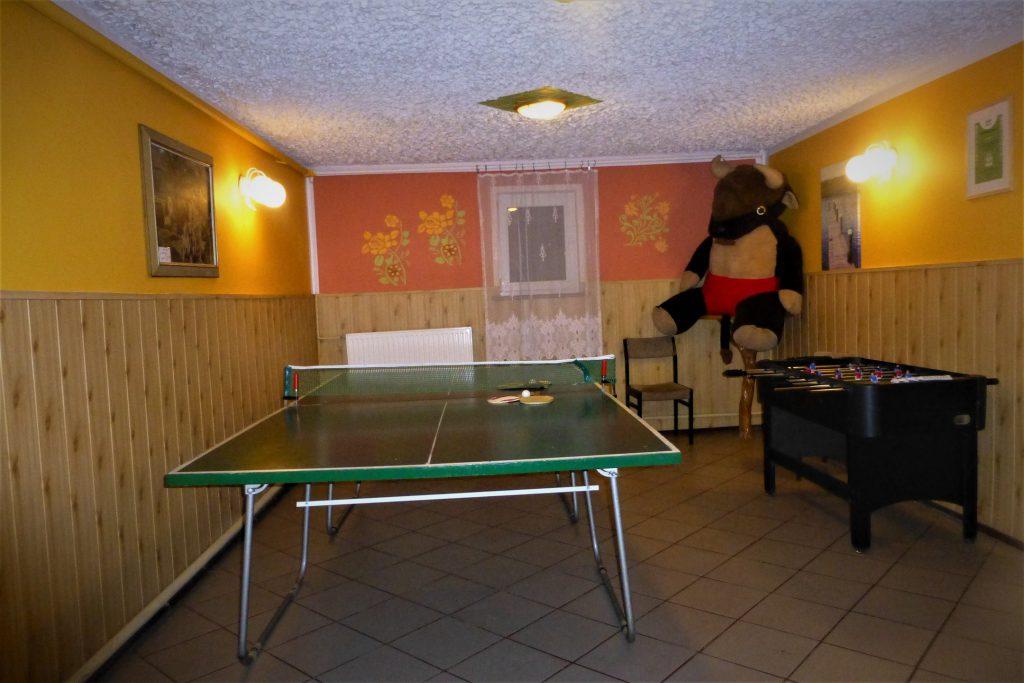 Świetlica z tenisem stołowym, piłkarzyki